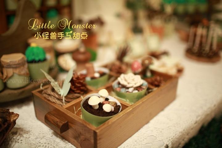 如今随着甜品的种类繁多,设计感增强,各种各样的甜品兴起。而最具创意的则是翻糖蛋糕,随心所欲可以使代名词,可以满足你天马行空的想象力。不但好吃,还会令你舍不得吃!今天爱在东莞结婚网的小编给大家带来一些列森林风格造型的翻糖蛋糕,作为主题婚礼的甜品桌是一个不可忽视的道具哦!能想到的绿色植物有:树木,蘑菇,仙人掌,多肉植物,还有小盆栽等等,每一个都栩栩如生,令人爱不惜手!